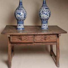 201307111952330.wood-table-vases-full