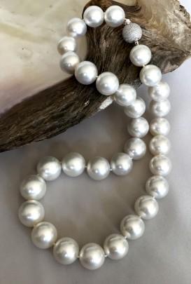 Fine 13mm x 15.6mm White South Sea Pearl Necklace