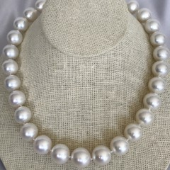 Very Fine 14.2mm x 16.1mm White South Ssea Pearl Necklace