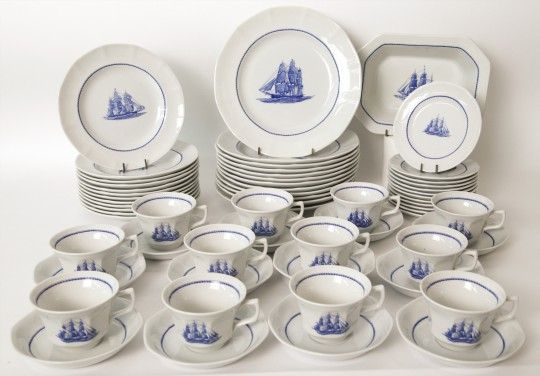"""Wedgwood """"American Clipper"""" Pattern Dinner Service"""