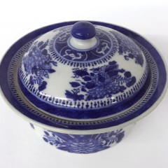 19th Century Fitzhugh Blue and White Porcelain Covered Sugar Bowl