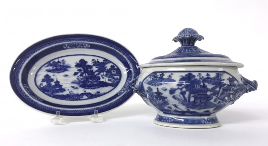 19th Century Chinese Export Nanking Covered Sauce Tureen on Stand