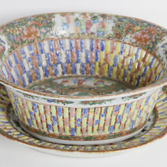 Chinese Export Rose Medallion Porcelain Reticulated Oval Chestnut Basket on Stand, 19th Century
