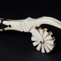 71-4823 Whale Ivory Pie Crimper Greek Key A_MG_0114