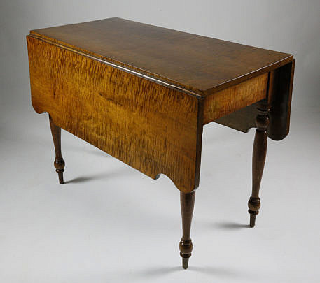 13-4890 Sheraton Tiger Maple Drop Leaf Table A_MG_2945
