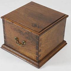 15-4890 Mahogany Dovetailed Lift Top Box A_MG_2984