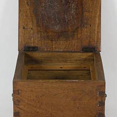 Early 19th c. Mahogany Dovetailed Lift Top Box