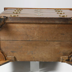 Pennsylvania Four Drawer Walnut Chest of Drawers, early 19th Century