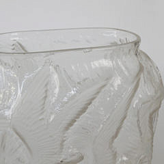 Mid Century Seagulls in Flight Frosted Art Glass Vase