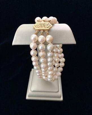 192-4800 triple strand pearl bracelet A IMG_4146(1)