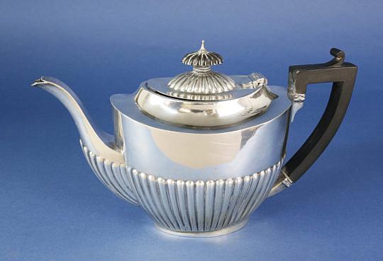 266-4800 English Silver and Ebony Tea Pot A_MG_4089