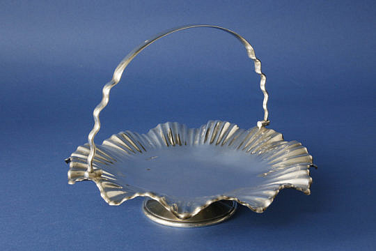267-4800 English Silver Pedestal Swing Handle Basket A_MG_4083