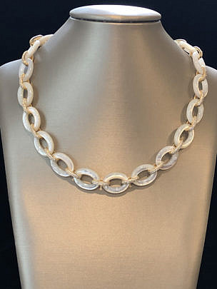 41294-101 Oval mother of pearl necklace A IMG_4076