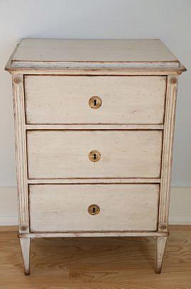 118-4935 Scandinavian White Washed Three Drawer Dresser A_MG_7473