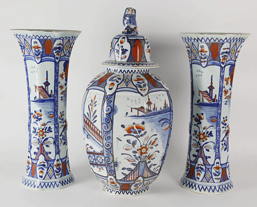 24-4935 Delft Imari Pattern Garniture Set A_MG_7823