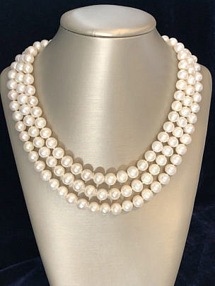 190-4800 3 Strand Pearl Necklace A IMG_6404