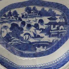19th Century Chinese Canton Blue and White Shaped Open Vegetable Dish, circa 1860