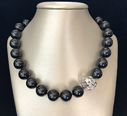 3-4838 Tiffany Co Black Onyx Necklace A IMG_6454