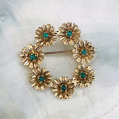 39-4847 Cabochon Emerald Flower Pin A IMG_6942