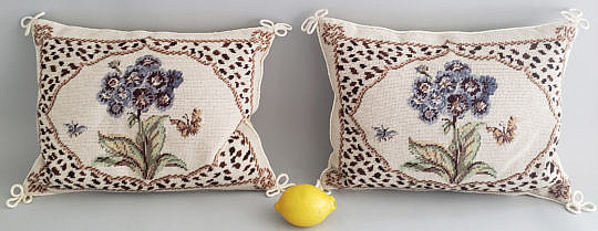 4795 Floral Hooked Pillows A
