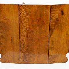 New England Sheraton Tiger Maple Drop Leaf Dining Table, circa 1830