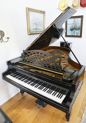 98-246 Baby Grand Piano A_MG_2515